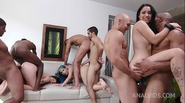 5 Lesbians' Gaping Anal/Dildo/DP Orgy